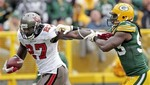 Bucs' Blount Runs Through Packers D
