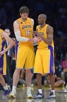 Kobe Battles Injuries in Lakers Win