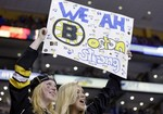 Bruins Fans Sing National Anthem