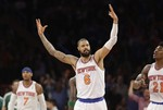 Tyson Chandler Finishes Alley-Oop i