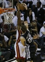 LeBron Shuts Down Splitter, Spurs i