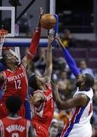 Howard Hammers Pistons in Houston W