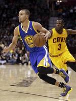 Curry Out-Duels Irving in Overtime
