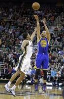 Curry Leads Warriors With 44