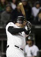 Dunn Homer Lifts White Sox