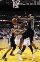 Leonard Leads Spurs Again in Game 4