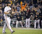 Bumgarner Leads Giants to NLDS