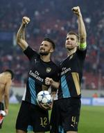 Arsenal Advances in Champions Leagu