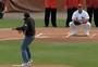 Obama Talks with Players and Throws First Pitch